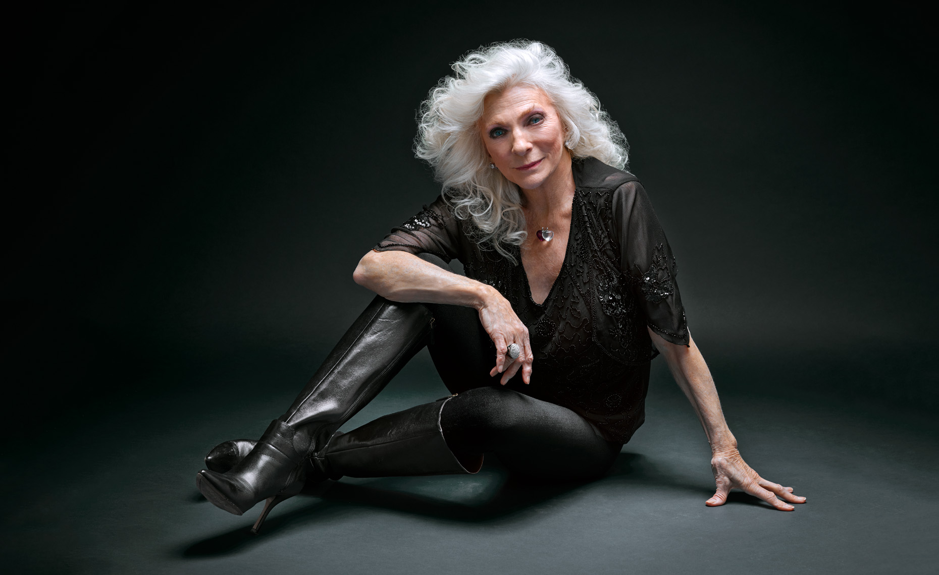 judy_collins_floor_desat_wide